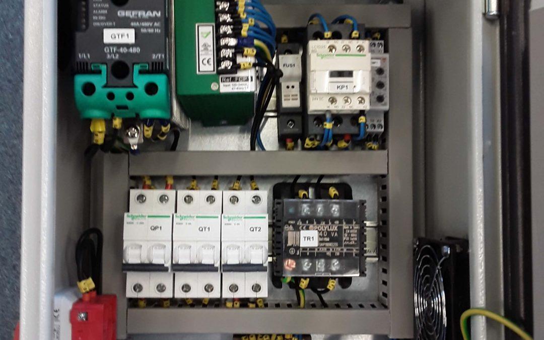 Cuadro de Control para pantallas con lámparas Ir