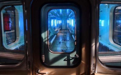 Utilizacion de la luz ultravioleta para desinfectar autobuses, trenes, metros